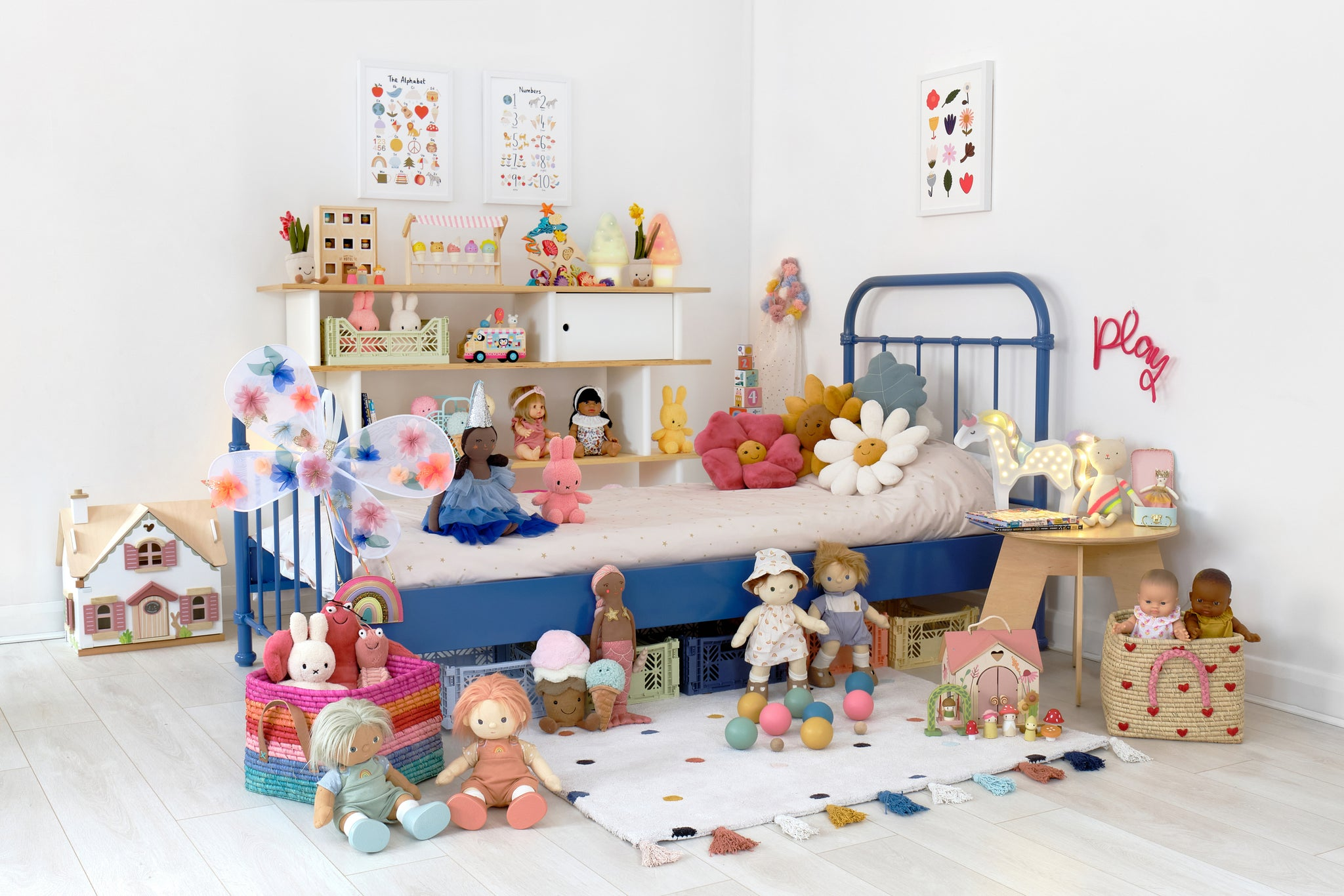 LET'S PLAY SLEEPING LIONS! HOP INSIDE OUR SAVANNAH PLAYROOM AND SHOP THE LOOK!