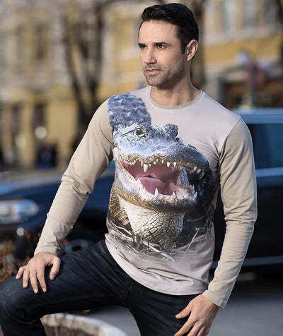Man wearing t-shirt with alligator on it