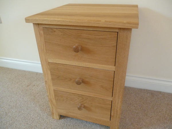 Small chest of drawers or bedside cabinet solid oak or for Small bedside chest of drawers