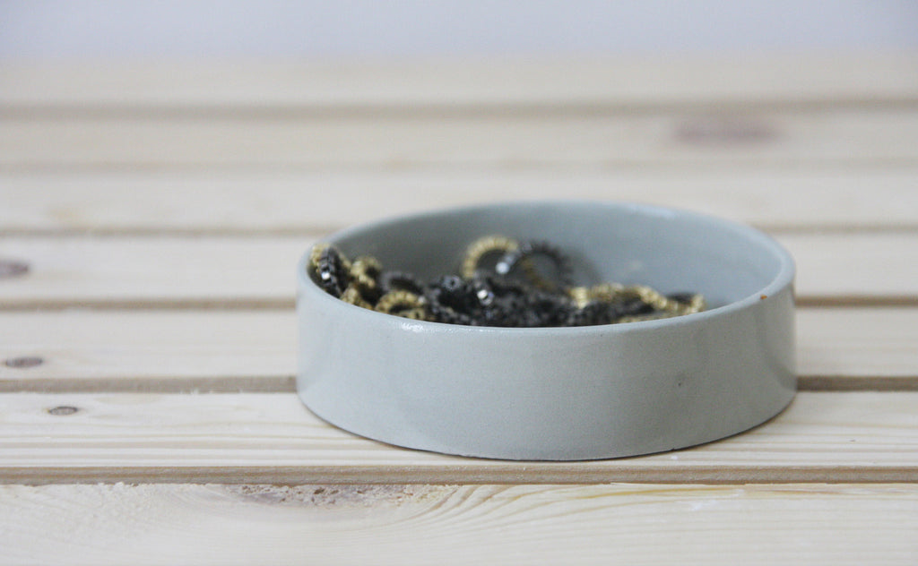 EVE - Modern ceramic jewelry dish.