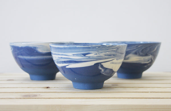 LILI - Ceramic bowl in blue & white with marbled look