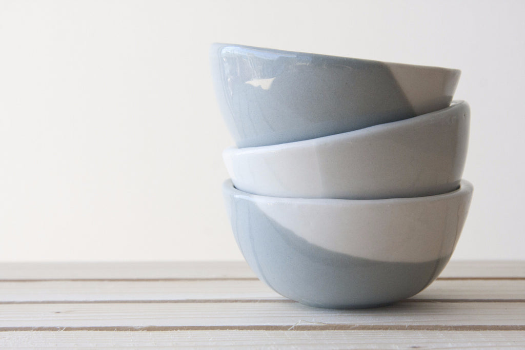 TRIO - Set of 3 small ceramic bowls in gray and white