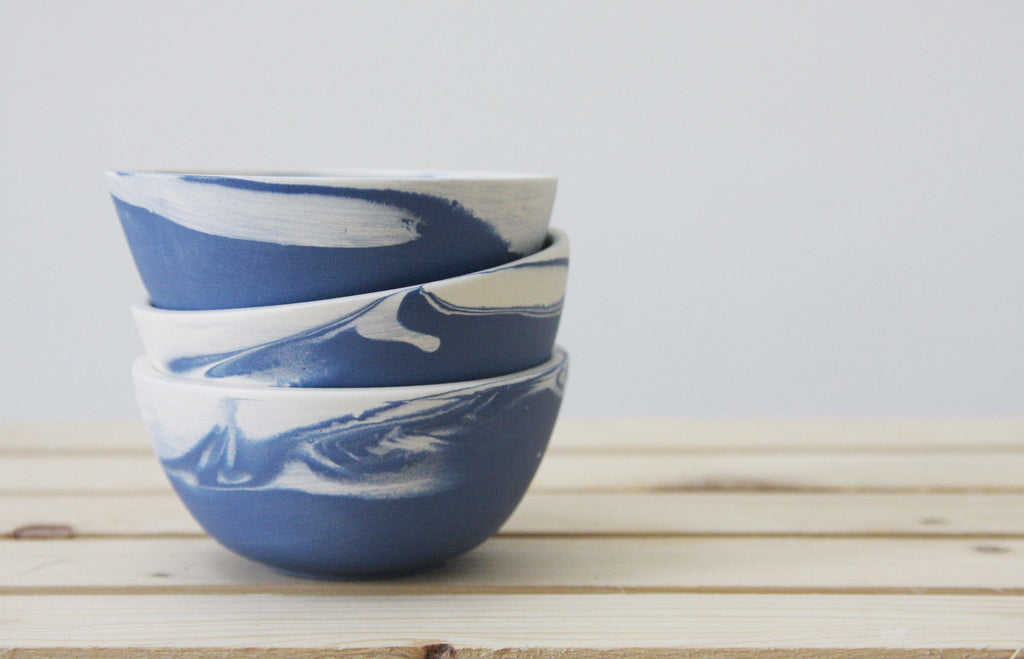 TRIO - Ceramic set of 3 small bowls in blue and white marbled pattern