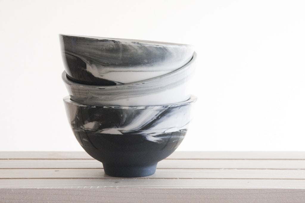LILI - Ceramic bowl in black & white with marbled look