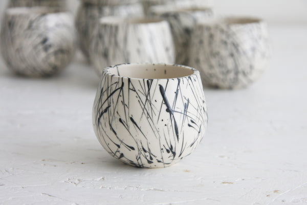 Eve - Ceramic espresso cup in white and black lines pattern