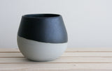 THELMA - Ceramic bowl in gray with black matte glaze