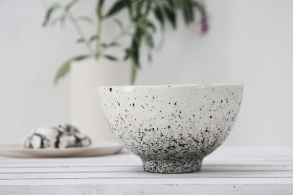 Lili- Ceramic white bowl with black dots pattern