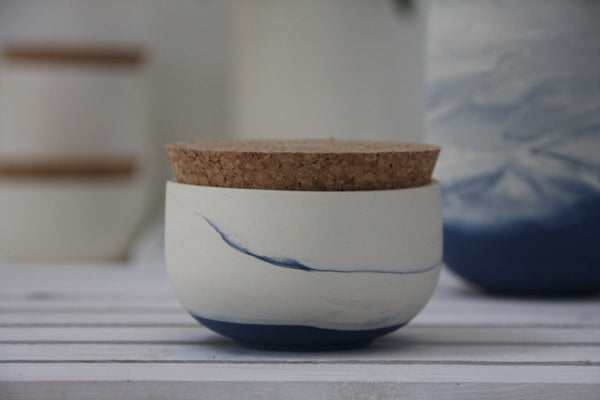 Small jar- Ceramic jar in different marble colors.