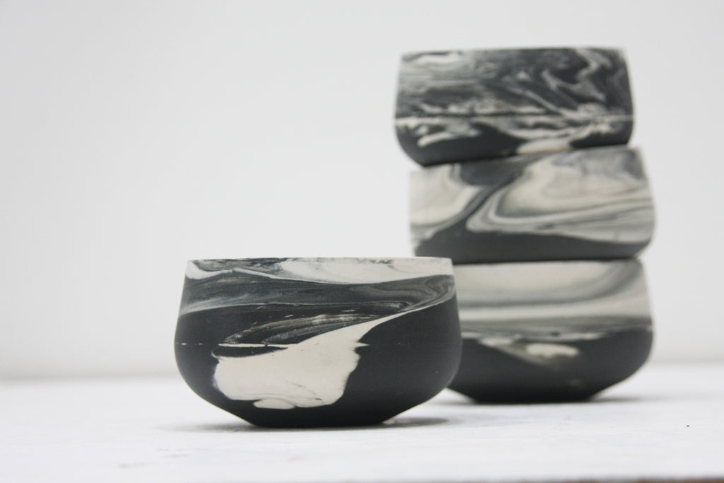 Bella- Ceramic bowl in black and white marble pattern