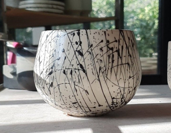 Eve -Ceramic latte size cup in white and black lines pattern