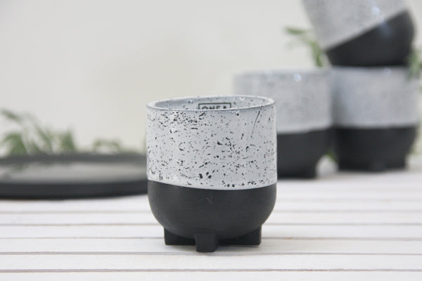 Plus- Ceramic espresso cup in black and white and black dots