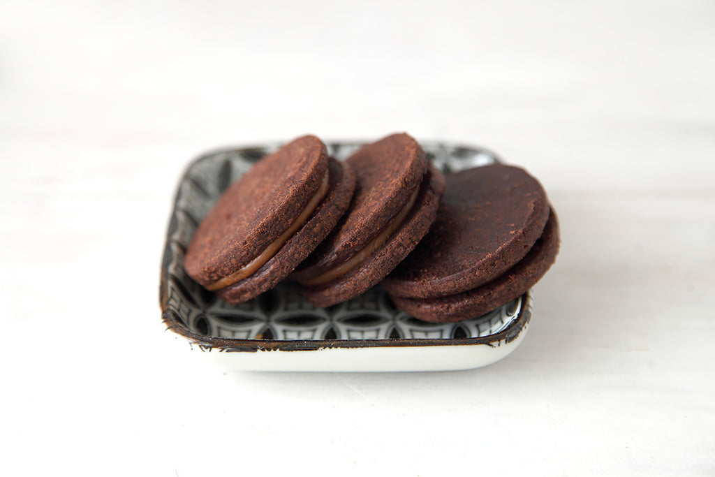 Chocolate chipotle caramel sandwich cookies photo 1