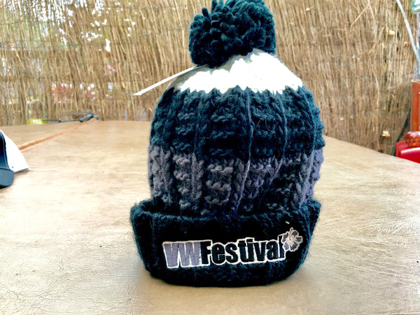 Quality knitted bobble hat GREY