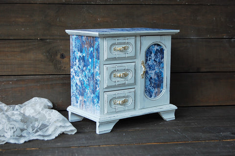 Girl's jewelry armoire