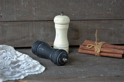 Black & ivory grinder set - The Vintage Artistry