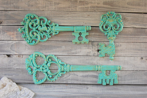 Aqua & gold wall decor - The Vintage Artistry