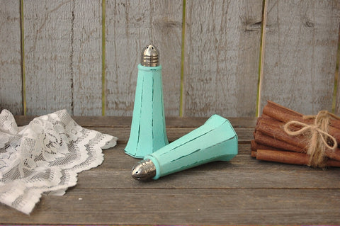 Mint green salt and pepper set - The Vintage Artistry