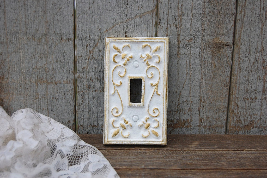 White & gold wall plate
