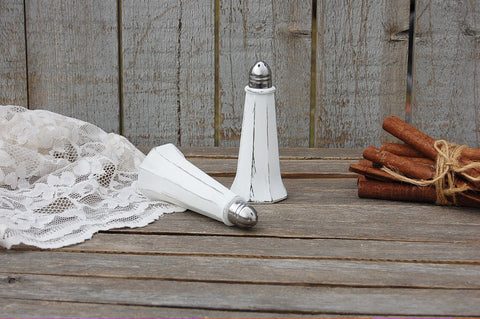 White glass Eiffel tower shaker set