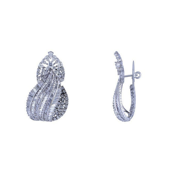 One Pair Of Diamond Studded Earring.