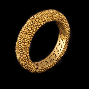 Timeless Gold Bangle