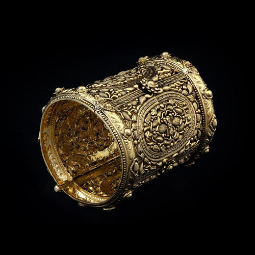 Aladdins Carpet inspired exquisite Gold Cuff