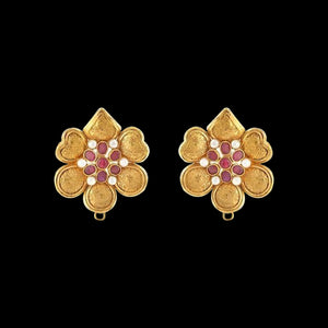 Esta Floral Earring In Yellow Gold.