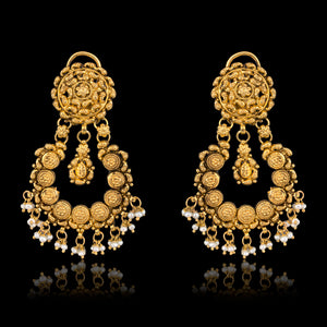 Classic Gold Earring With Pearls