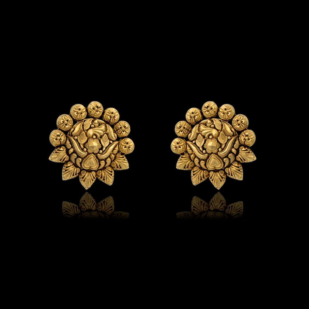 Ethnic Earring In Yellow Gold.