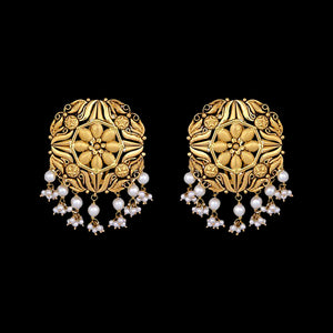 Classic Gold Earrings With Pearls