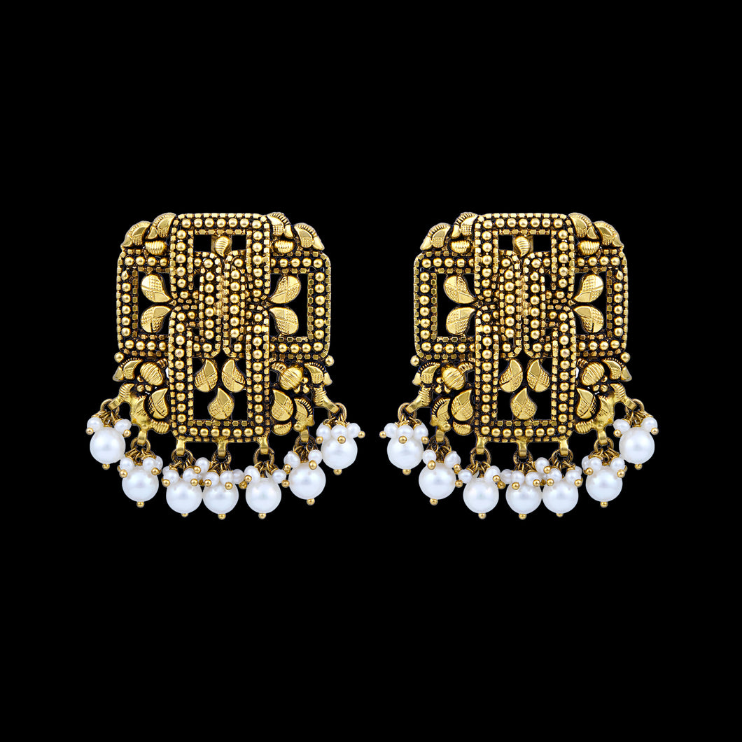 Classic Stud Earrings With Pearls
