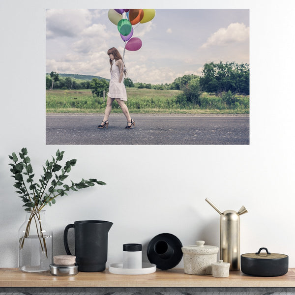 Poster / Affiche Fine art Haut de gamme - Woman and colourful balloons - ArteCita Positive Lifestyle Mode Bio et Objets de déco