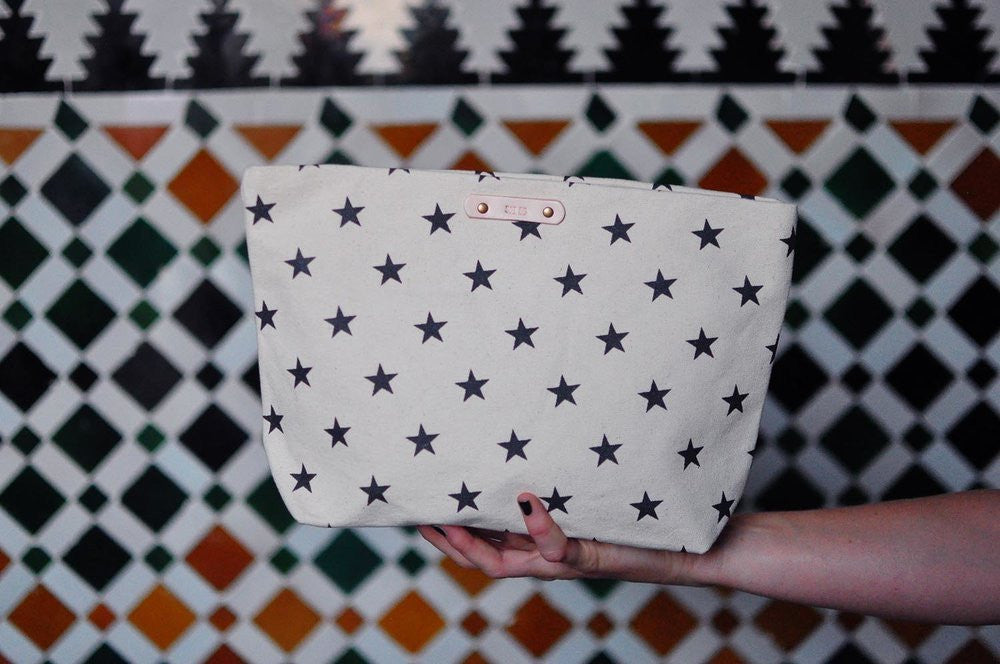 star print pouch bag