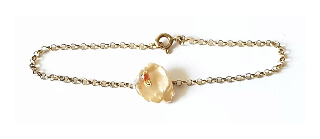 Golden silver bracelet with keshi pearl and carnelian