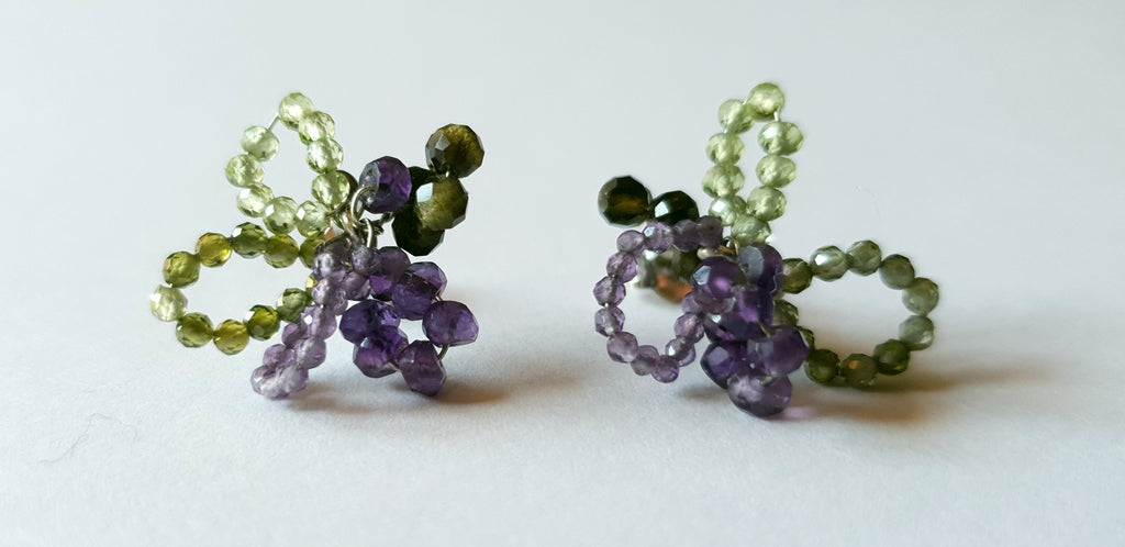 Lobe earrings with amethyst and smoky quartz