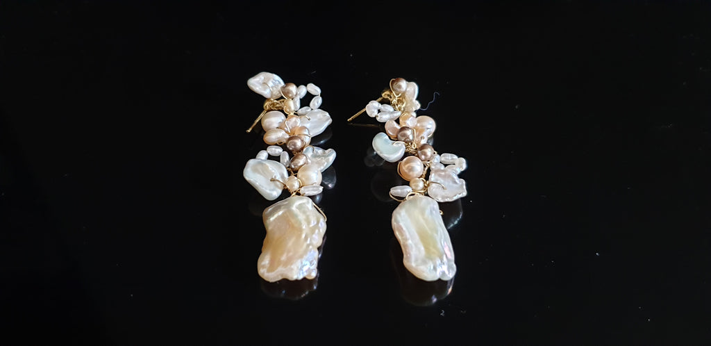 Golden silver earrings with keshi pearls