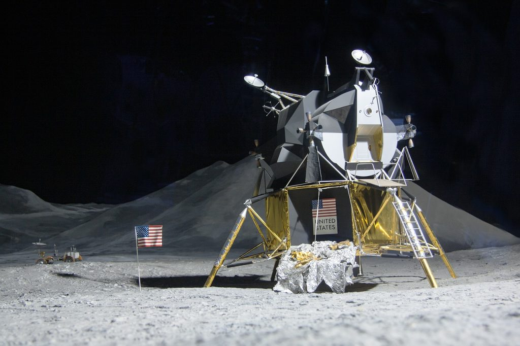MOON LANDING WITH AN URB-E
