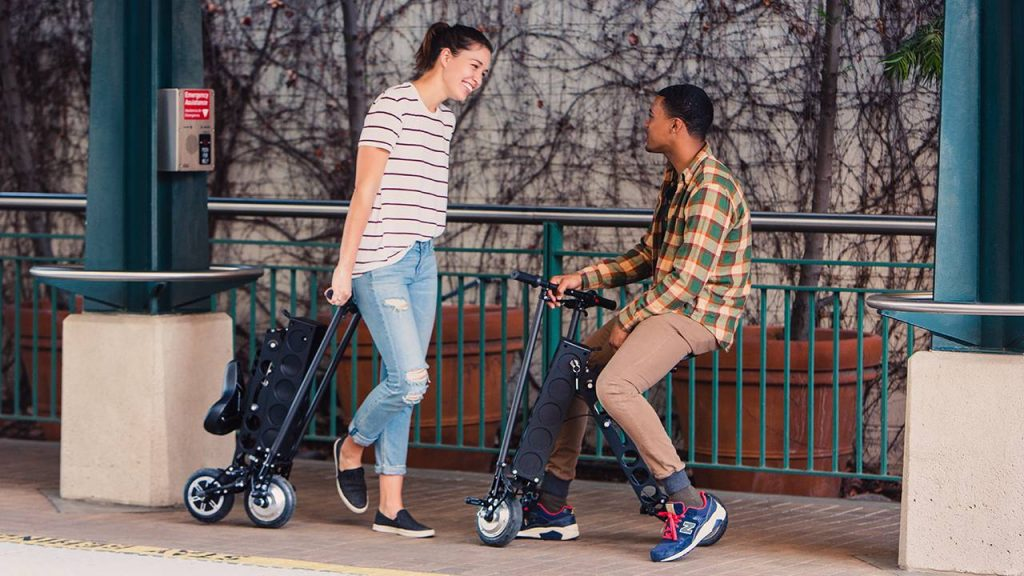 Urban 626, URB-E Foldable Electric Scooter couple chatting