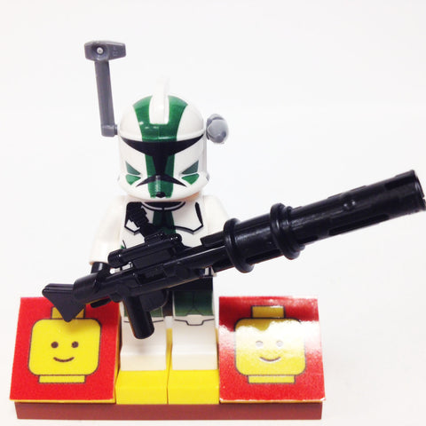 "MinifigurePacks: Lego Star Wars Bundle ""(1) CLONE COMMANDER GREE"" ""(1) FIGURE DISPLAY BASE"" ""(3) FIGURE ACCESSORIES"""