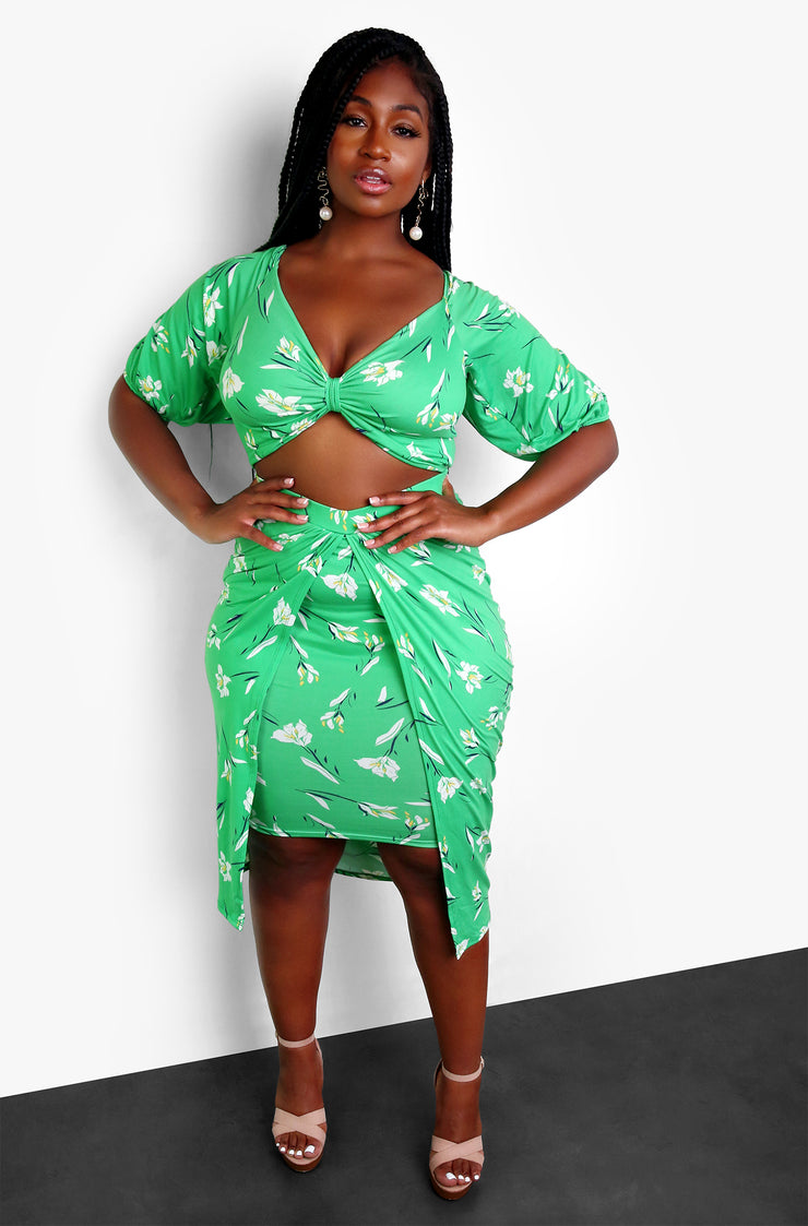 Green Tropical Floral Twist Front Crop Top Plus Sizes