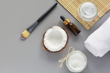 Does Coconut Oil Help Your Eyelashes Grow? Here's What The Experts Say