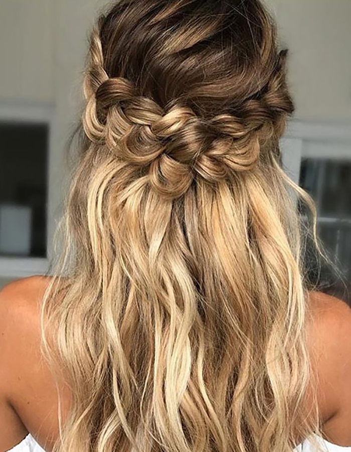 semi oily hairstyle on blonde woman. half-up plait hairstyle for oily hair
