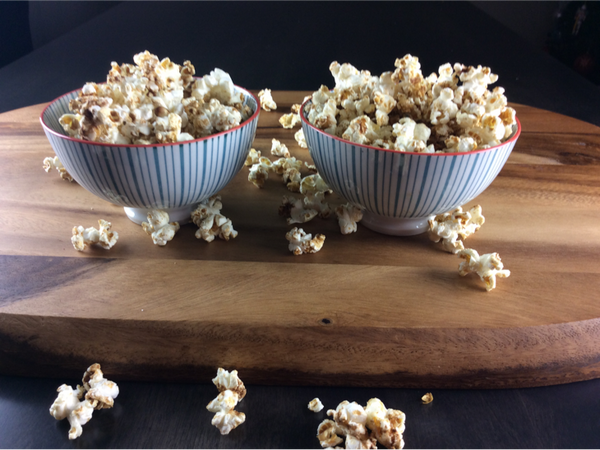 Maple Spice Kettle Corn Popcorn -quick and easy, perfect for sharing during family movie night | www.saltsole.com