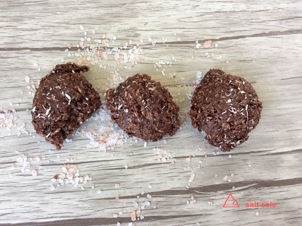 Chocolate Macaroons Recipe -This easy no bake chocolate macaroons recipe is our go to treat,  we always keep a container of them in the fridge.  This is a great way to get coconut oil into your diet