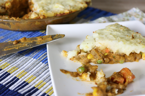 Comforting Lentil Shepherd's Pie - packed full of veggies and so hearty and comforting, perfect for dinner on a cold winter night. | saltsole.com