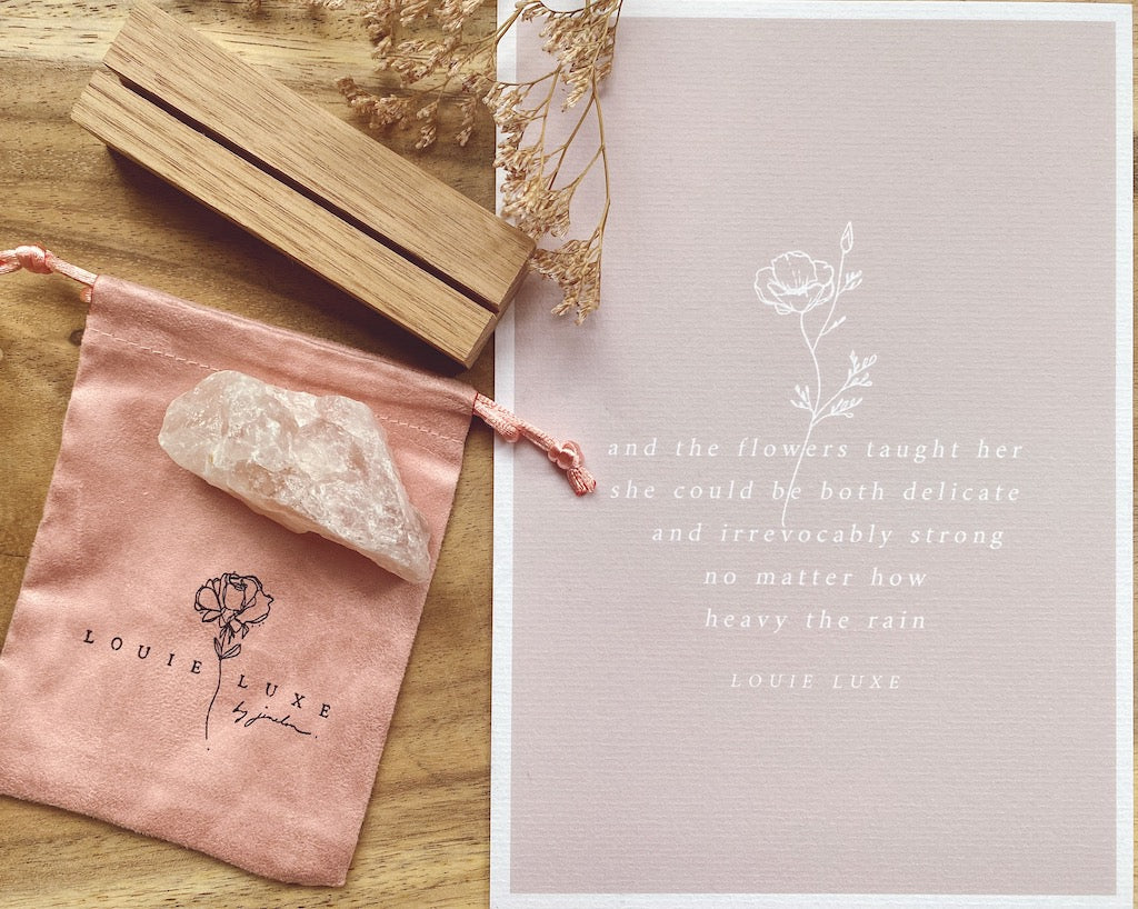 LL LOVEMAIL GIFT BOX | ROSE QUARTZ ROUGH PALM STONE