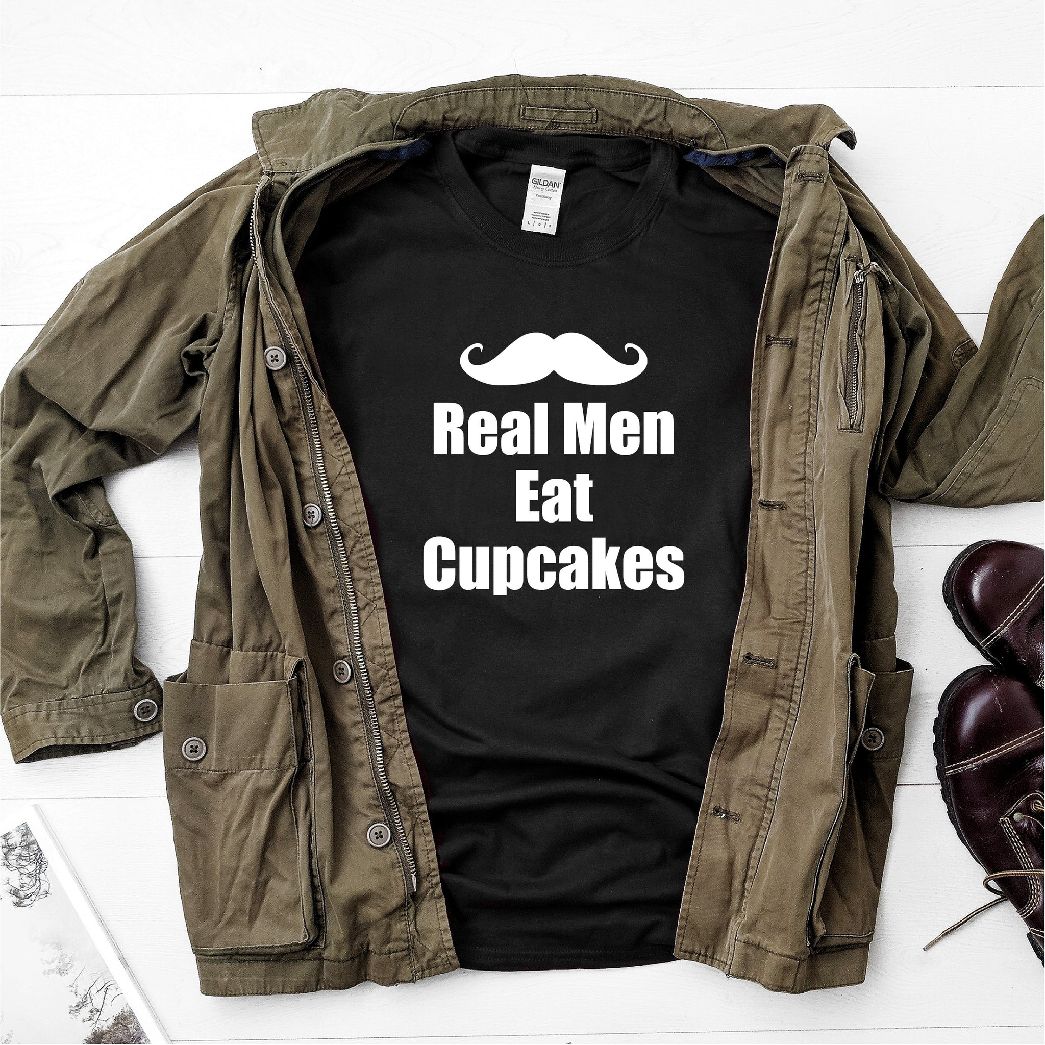 Real men eat cupcakes- Ultra Cotton Short Sleeve T-Shirt - DFHM39