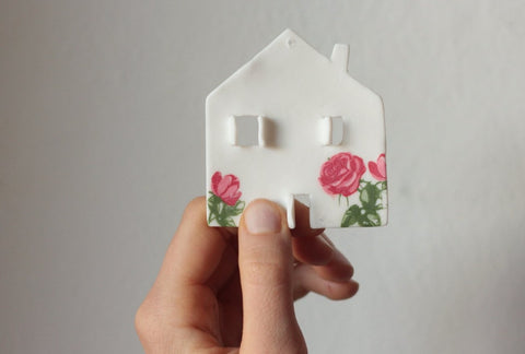 decoro in porcellana a forma di casetta, tiny house porcelain decoration