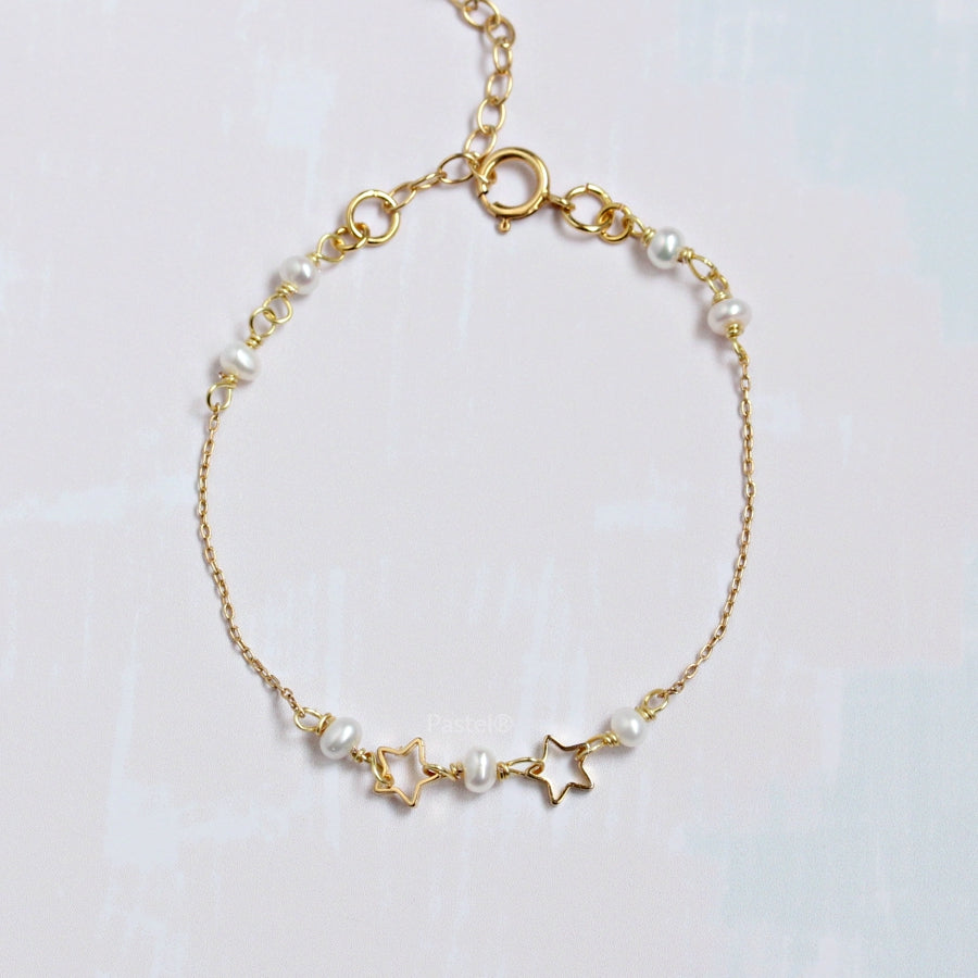 Gold Star Bracelet with Freshwater Pearl