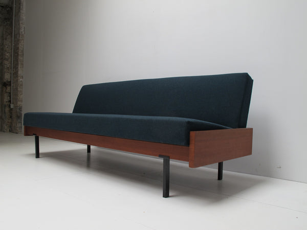 daybed scandinave vintage sofa canap design moderniste. Black Bedroom Furniture Sets. Home Design Ideas